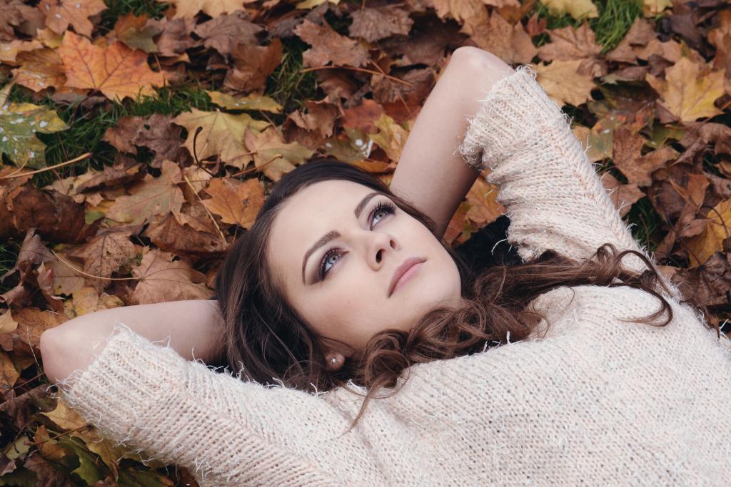 Kvinna i löv